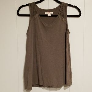 Mossimo olive green sleeveless top w/ lace detail
